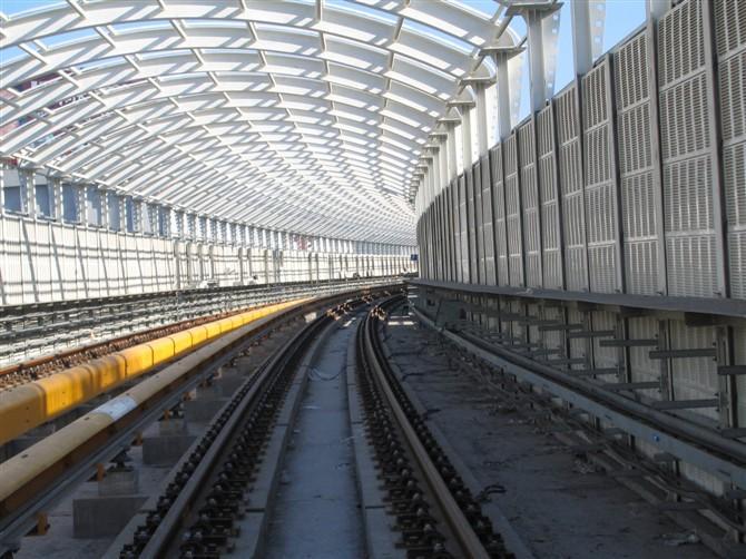 地铁声屏障