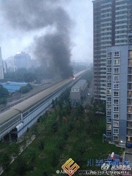 北京地铁13号线区间冒烟起火
